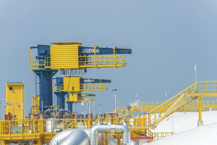 Explosionsgeschützte Schwenkkrane, ausgestattet mit Krantechnik von STAHL CraneSystems, haben sich bereits auf anderen LNG-Terminals in China und auf der ganzen Welt bewährt.