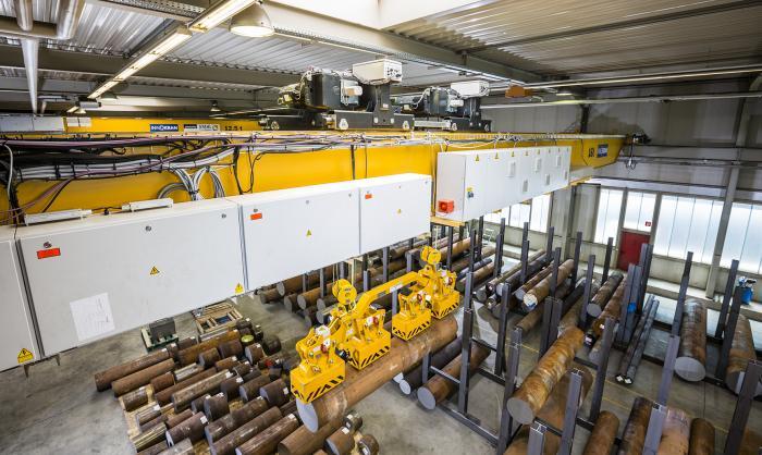 Neuer Kran, neue Möglichkeiten 14 Tonnen per Magnet