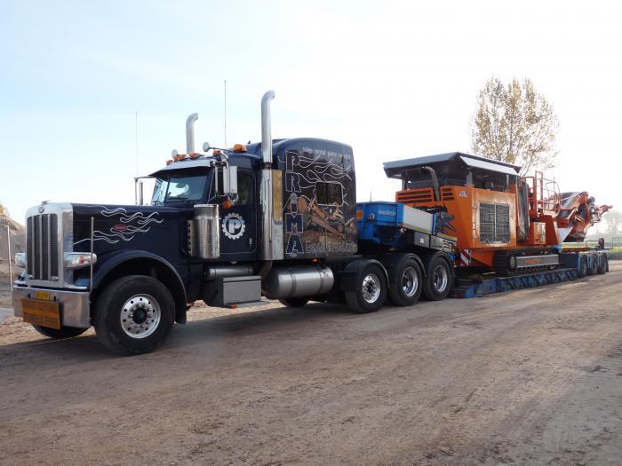 Nicht nur in den USA gibt es Trucks wie diesen, auch in  Holland wird der R1100DS mit diesem LKW transportiert