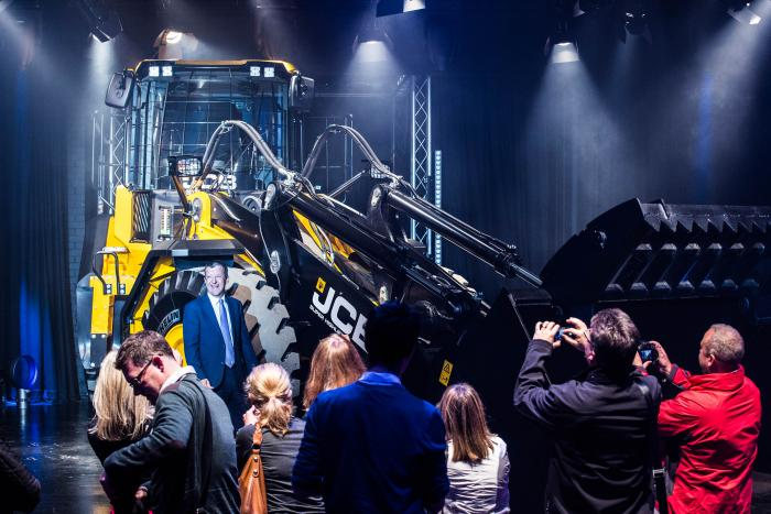 Der neue Radlader JCB 457 WasteMaster wurde eindrucksvoll präsentiert.