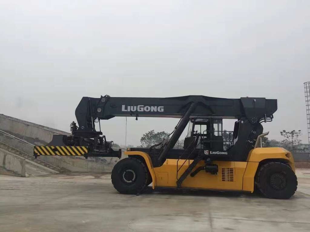 LiuGong 's Largest Material Handling Machine Rolls off Production Line