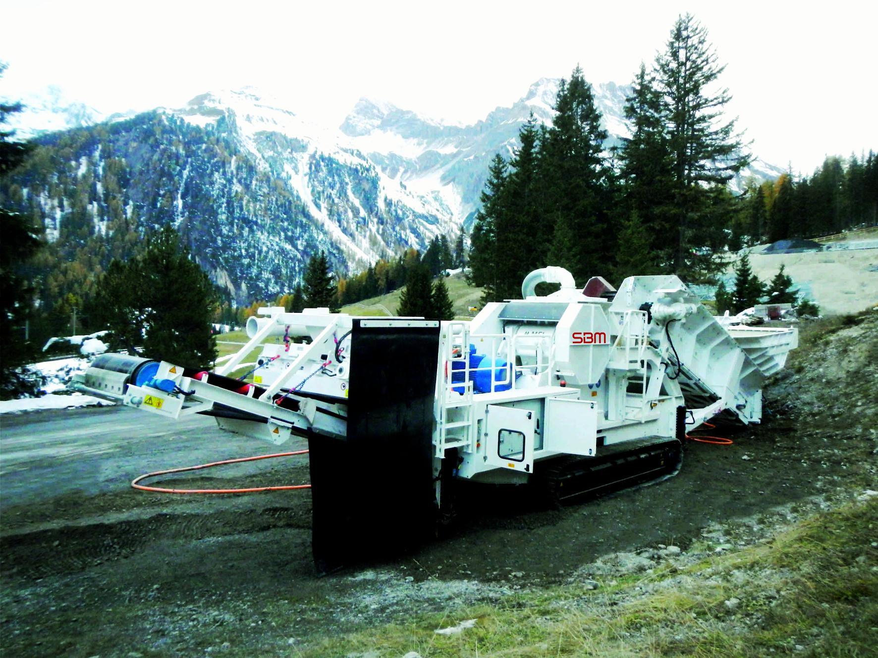 Speziell für den Tunnelbau: vollelektrischer, raupenmobiler SBM Backenbrecher. Copy right: SBM Mineral Processing