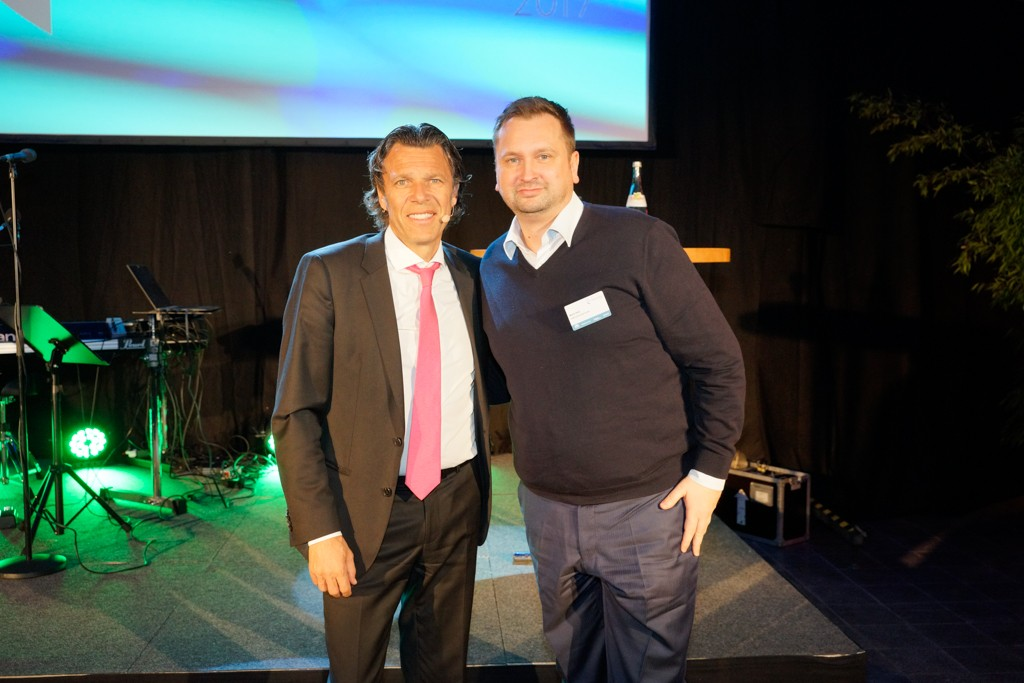 Urs Meier, ehemaliger FIFA-Schiedsrichter, und Mario Hinz, Geschäftsleiter Geschäftsfeld Tiefbau bei der SGBDD, beim Get-together am Vorabend.
