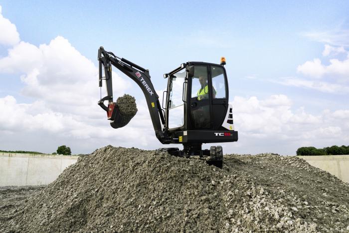 Der neue 3,5 Tonner arbeitet dank LUDV-Hydraulik, konventioneller Heckbauweise und hoher Hydraulik-Pumpenleistung effizient und kraftvoll.
