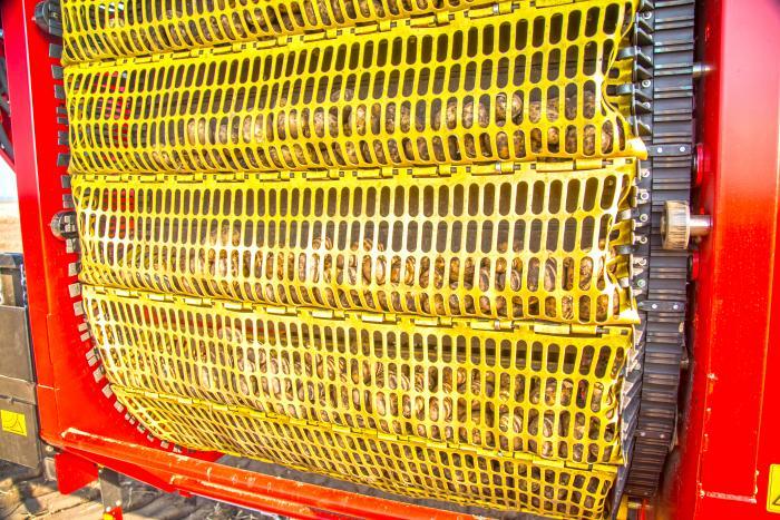 Lepsze oczyszczanie umożliwia opcjonalne wyposażenie VARITRONA 470 w chroniące ziemniaki OptiBagi.
