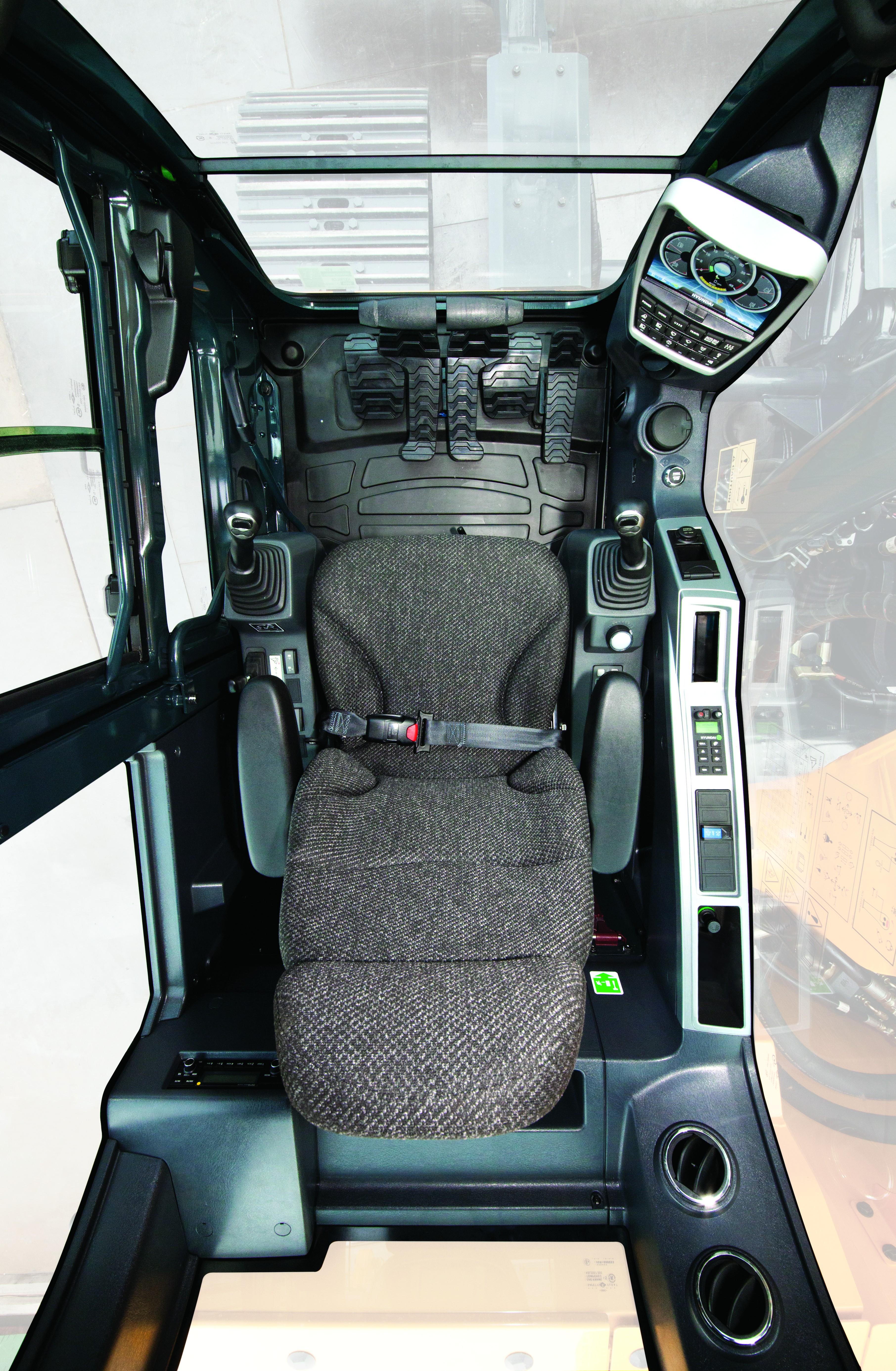 Blick in die geräumige Kabine der HX-Bagger.