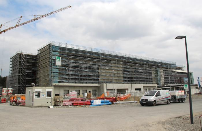 Vetter Pharma-Fertigung GmbH & Co. KG errichtet derzeit in Ravensburg einen Erweiterungsbau der optischen Kontrolle und Logistik. Bei der Baubeheizung der Großbaustelle hat die mobiheat GmbH ein energieeffizientes, wassergeführtes Heizsystem installiert. Bilder: mobiheat GmbH