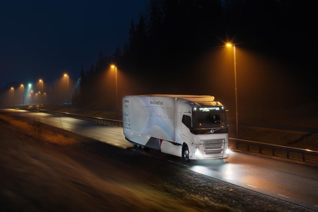 Der Volvo Concept Truck kann bis zu zehn Kilometer weit vollelektrisch fahren, wobei er emissionsfrei und beinahe geräuschlos unterwegs ist.